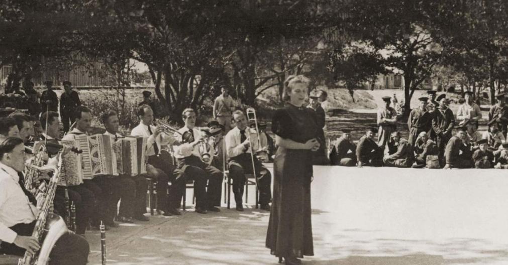 Выставка «Джаз-оркестры Скоморовских наЛенинградском фронте