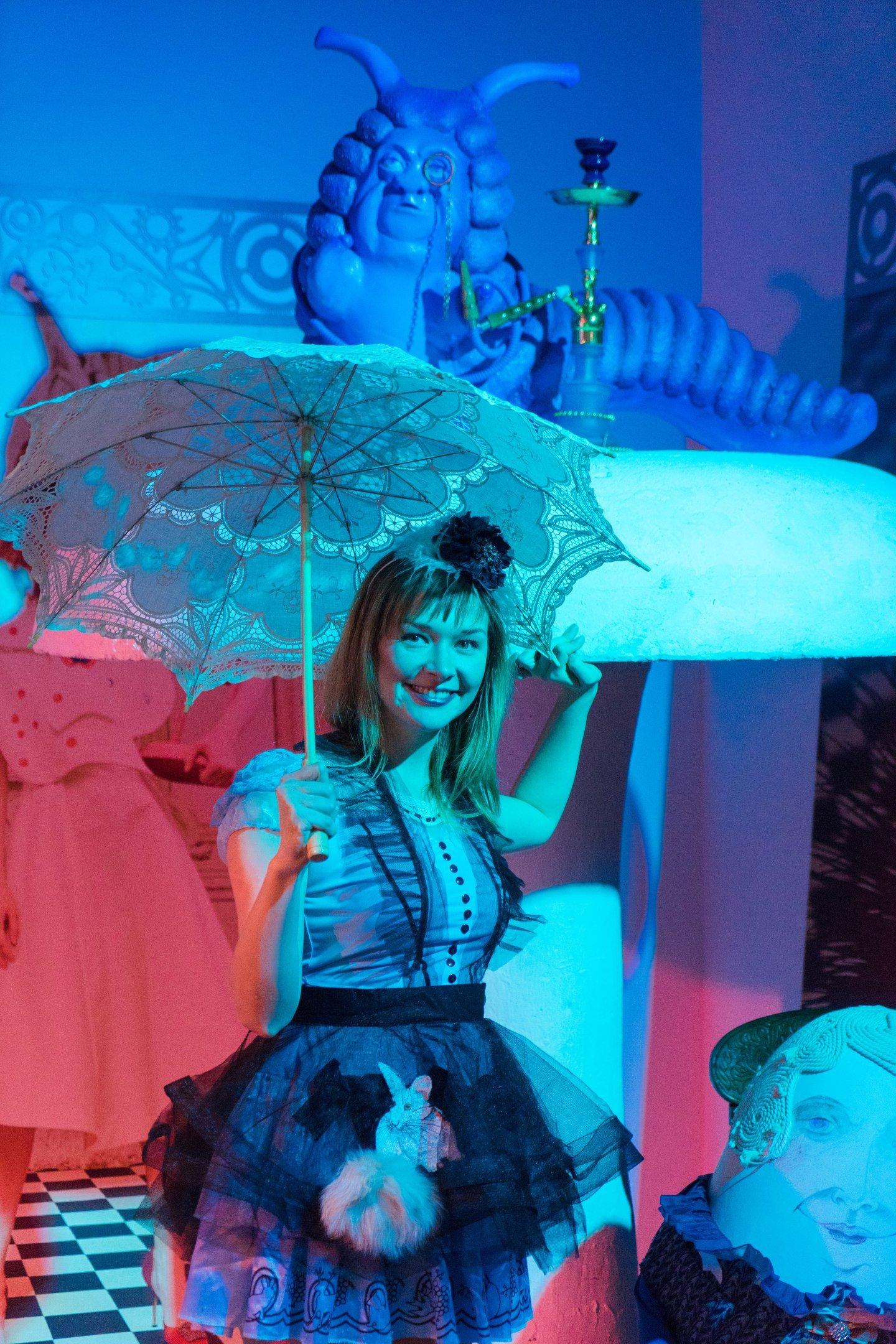Выставка-иллюзия «Алиса вСтране чудес»