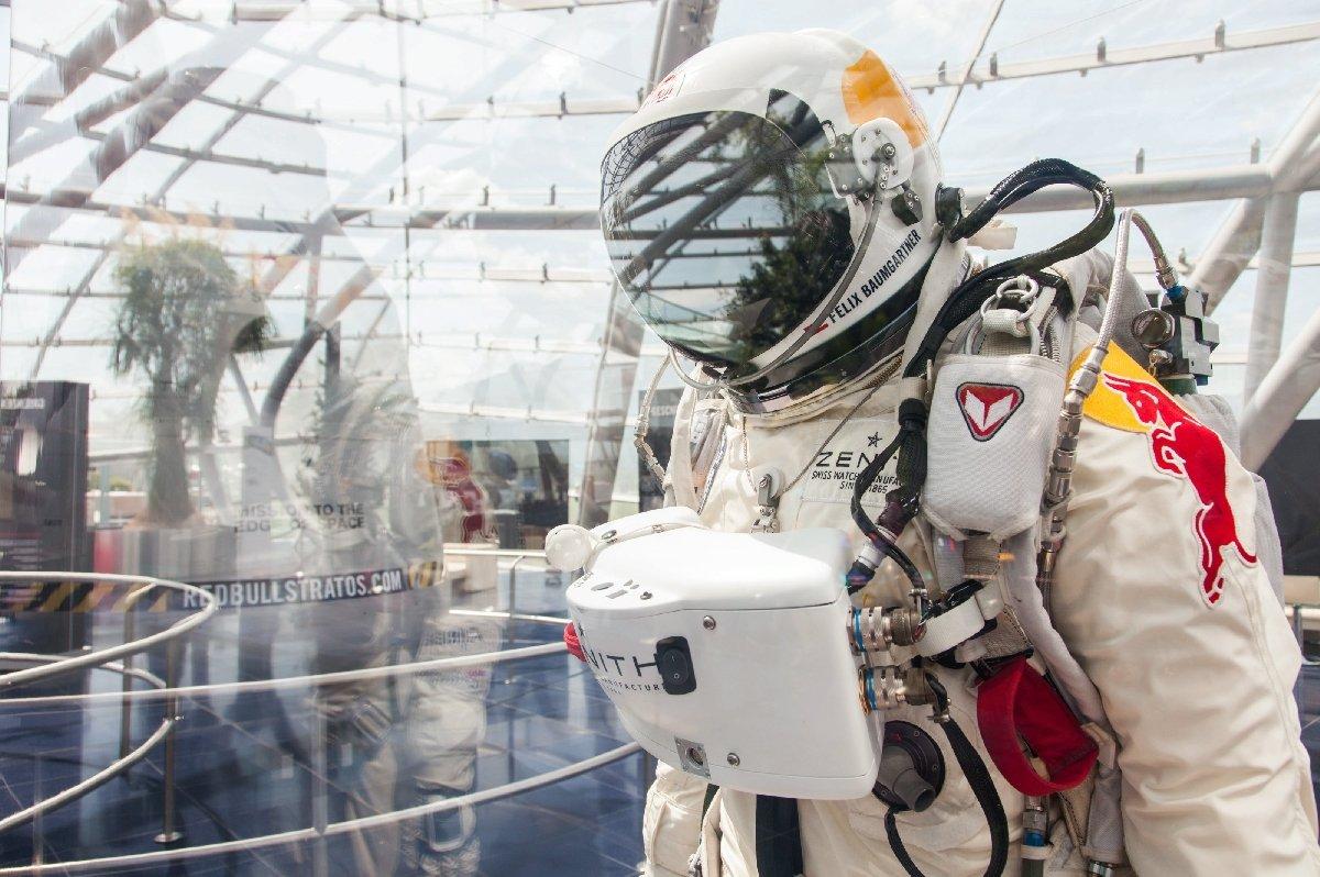 Выставка «Оригинальная капсула Red Bull Stratos»
