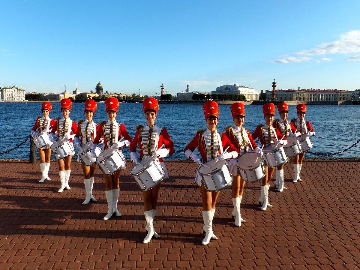 Праздничный парад духовых оркестров иоркестров барабанщиков