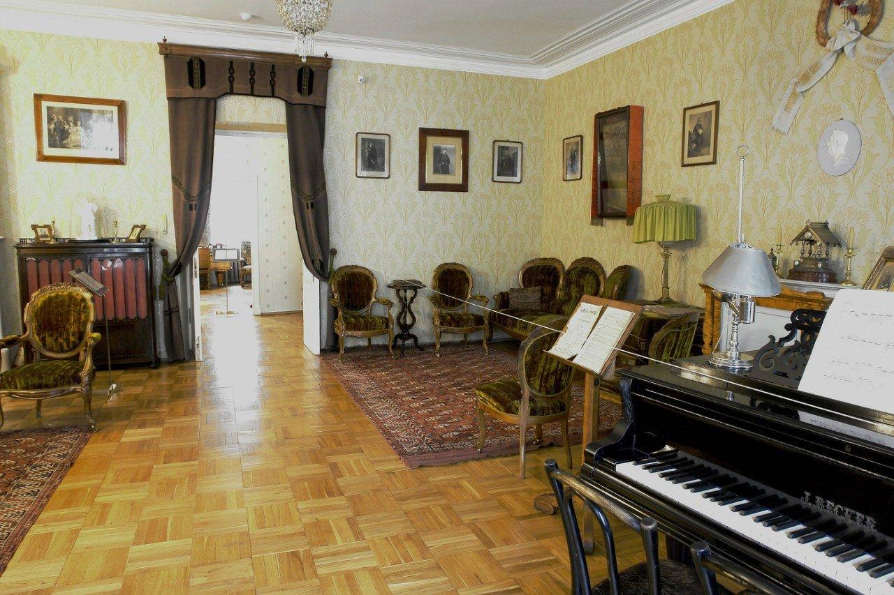 часть квартира музей пушкинав спб район является центральным