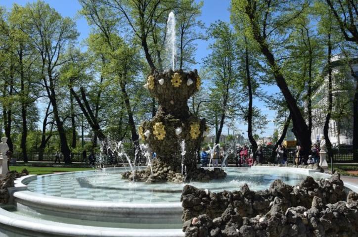 Открытие фонтанов вЛетнем саду 2018