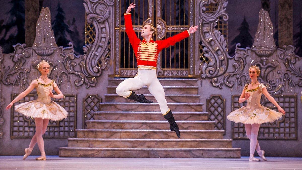 Показ балета Щелкунчик вНовой Голландии
