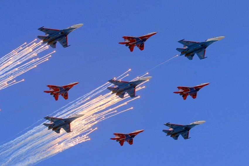 Воздушный парад Победы вСанкт-Петербурге 2020