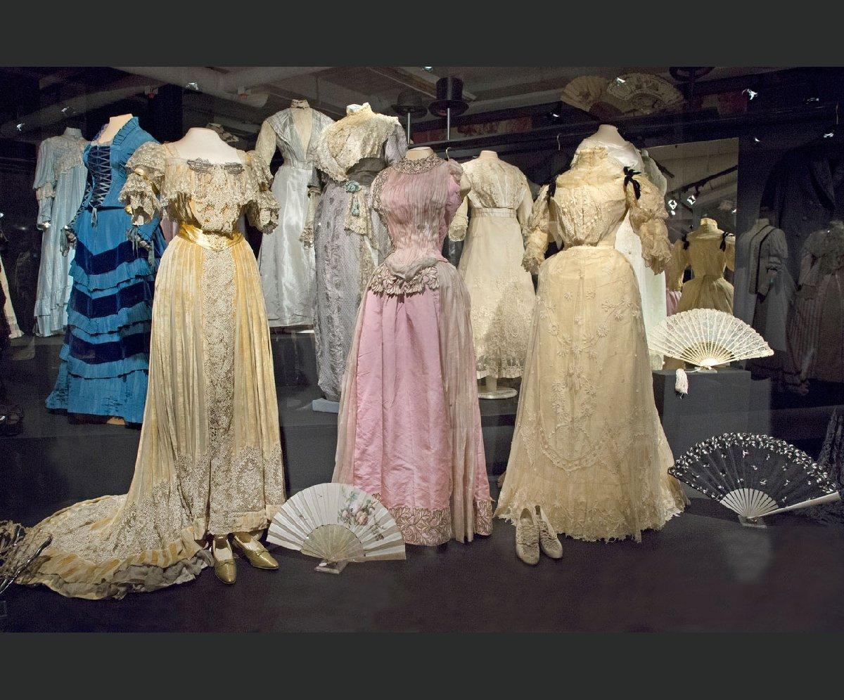 Открытие нового открытого хранения «Галерея костюма»